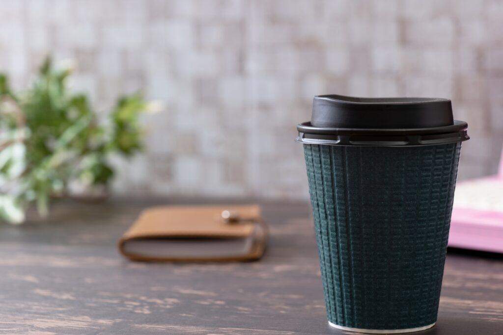 コンビニコーヒーと、自宅やオフィスで豆から淹れたコーヒーの違いとは