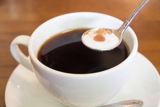 コーヒーの糖質はどのくらい?ダイエット中はどれを飲めばいいのか