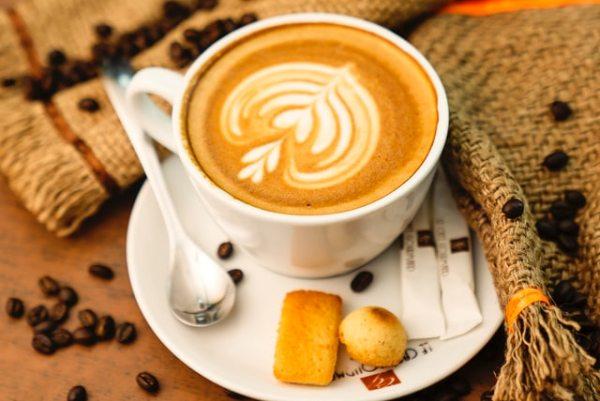 コーヒーがもっと美味しくなるカップ&ソーサーの選び方