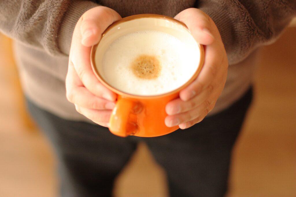 コーヒーは何歳から飲める?デカフェならOK?
